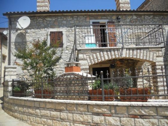 Stone house for sale in Kaštelir