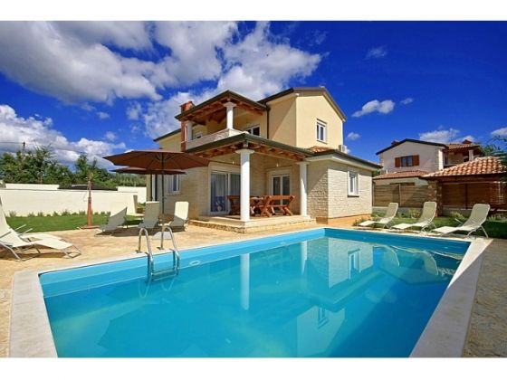Attractive house with pool for sale in Poreč