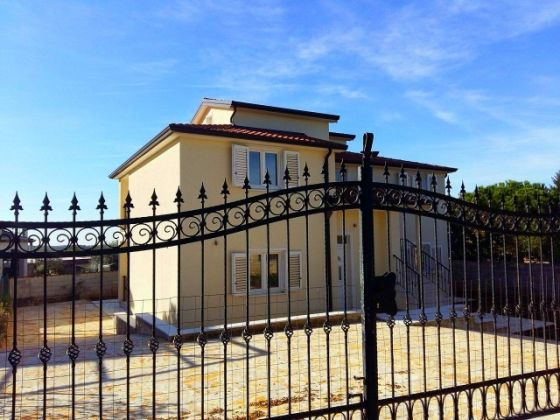 Detached four bedroom house for sale in Poreč