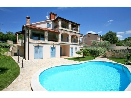 Apartment for sale with swimming pool in Poreč