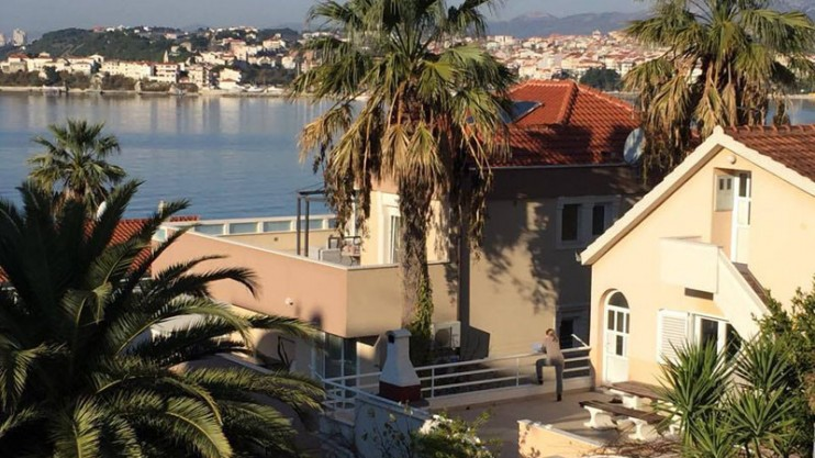 Six furnished holiday apartments for sale near Split