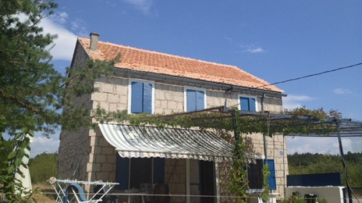 Cottage for sale inland from Slpit Croatia